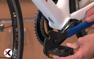 how-to-change-pedals-special-tools-001